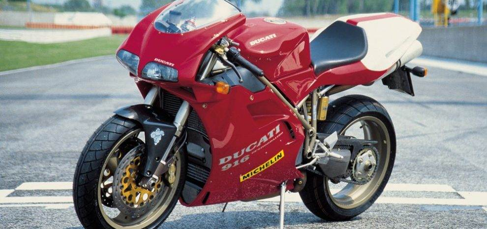 A Retro Look at the Ducati 916